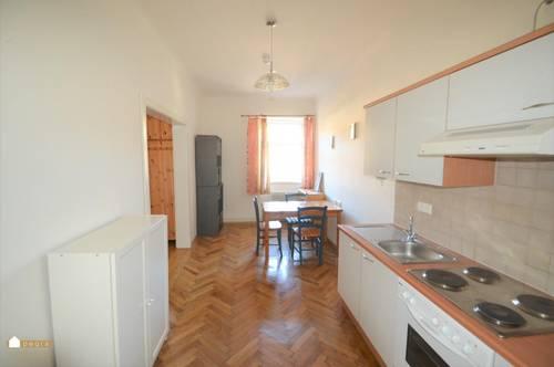 Nette 1 Zimmer Wohnung mit extra Küche