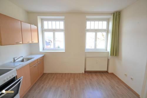 ruhig gelegene und sehr helle 1 Zimmer Wohnung mit extra großer Küche