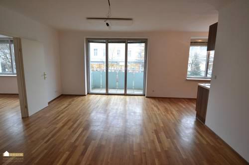 helle 2 Zimmer Wohnung im Zentrum von Bad Vöslau, Einbauküche und Balkon