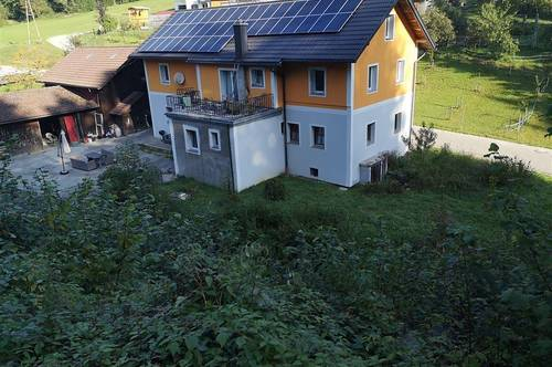 Zweifamilienhaus in ruhiger Lage mit ca. 6000m2 Grund
