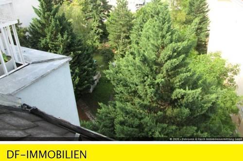 Lichtdurchflutete Dachgeschoßwohnung mit Balkon!