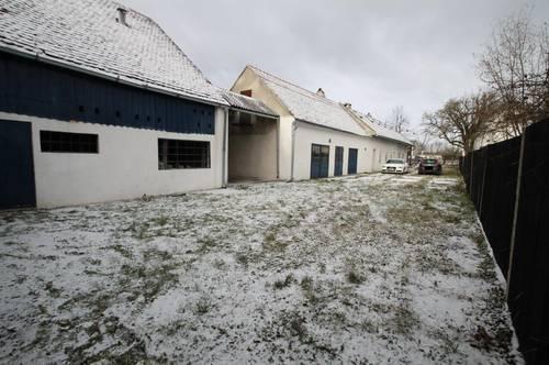 +++ Grund ca. 2608 m² ++ Großes Wirtschaftshaus mit reichlich grünem ++ Wfl. ca. 240 m² +++