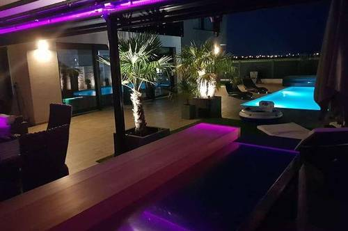 +++ MEHR ALS NUR WOHNEN  Moderne Villa mit 6 ZIMMER Swimming Pool WFL. 196 m² GFL. 500 m² 1 BALKON 25 m²   1 T ERASSE 200 m² +++