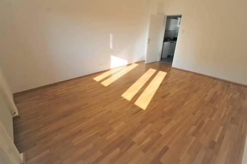 *** FÜR PÄRCHEN  ALTBAUWOHNUNG 2 ZIMMER 38 m²  ***