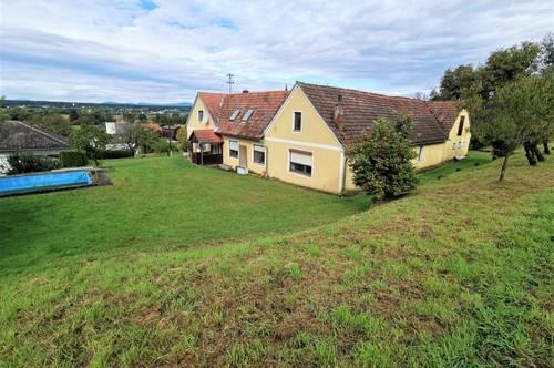 Geräumiger Vierkanthof (180m²) mit großem Grundstück in Burgauberg!