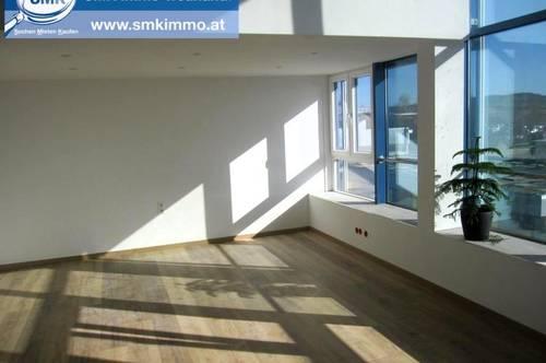 Modernes Großraumbüro mit separatem Chefbüro!