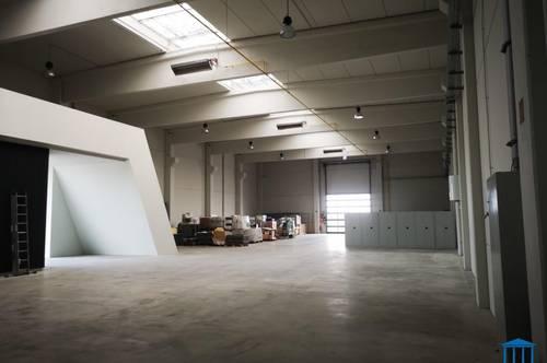 Neu errichtete, großzügige Halle mit Büroflächen - optional mit 5 Tonnen Kran