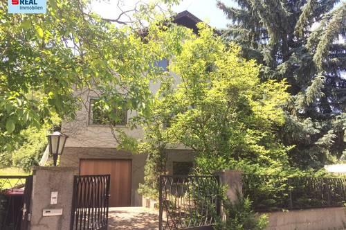 geräumiges Einfamilienhaus mit ausgezeichneter Grundsubstanz zur Sanierung in schöner Grünruhelage