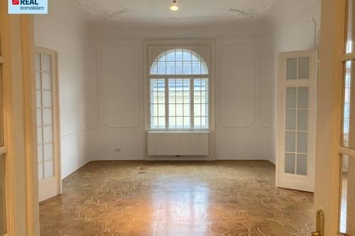 Schöne 4-Zimmer-Stilaltbau-Wohnung zur unbefristeten Miete in Toplage