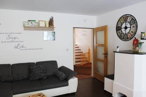 Vermietung: Schöne Dachgeschosswohnung mit großer Sonnenterrasse!