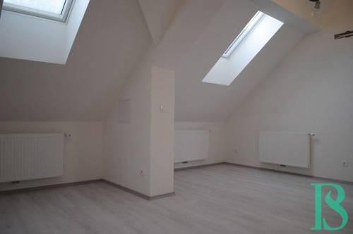 Klimatisierte Dachgeschosswohnung in Top Lage - Schlossberg