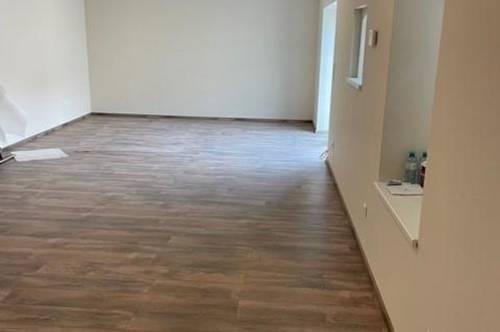 Erstbezug nach Sanierung, großzügige 2 Zimmer, Terrasse, Abstellpaltz