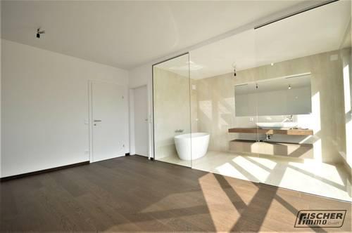 PROVISIONSFREI - REIHENHAUS-FLAIR! Moderne MAISONETTE-WOHNUNG mit Eigengarten, Dachterrasse und Keller===