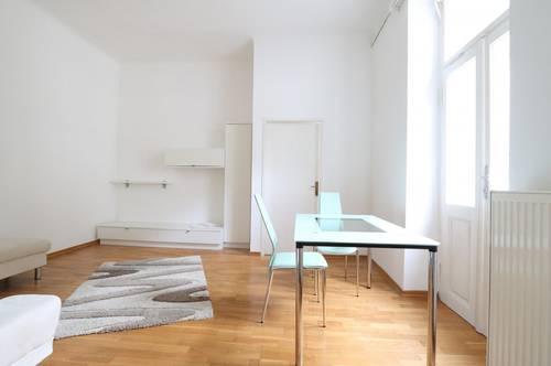 Schöne 2-Zimmer-Altbauwohnung mit 28 m² großer Terrasse und Gemeinschaftsgarten