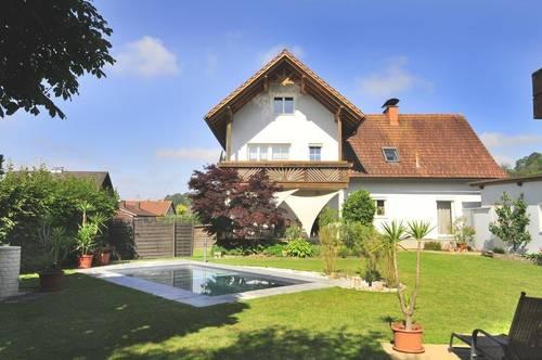 Doppelhausähnliche Wohnung mit 541 m² Garten, Doppelgarage, Gartenhaus und POOL!