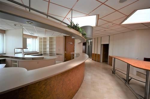 EUGENDORF | Komplette Büroetage mit enormen Platzangebot