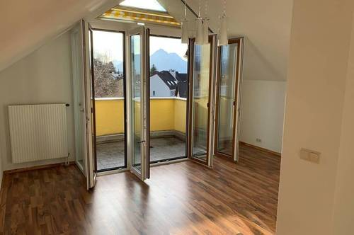 MAXGLAN   Charmante 2-Zimmer-Wohnung mit Balkon