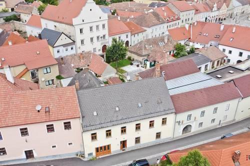 Stadthaus in Zentrumslage mit Potential zum Ausbau! Mit Lift und Pool!