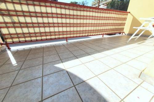 Single-Apartment mit terrassenartiger Loggia + Carport..!