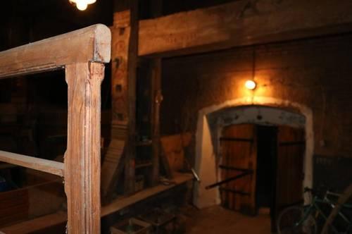 ALLEINLAGE WEINKELLER   traumhafter Weinkeller mit Baumpresse, zwei Eingängen und zwei Kellerröhren