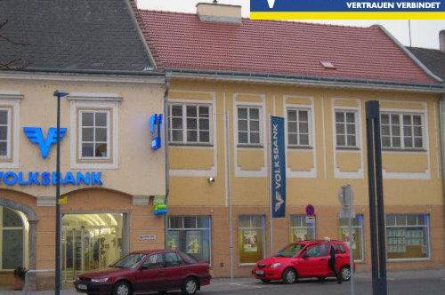Grosszügiges Büro mit Blick auf Rathausplatz