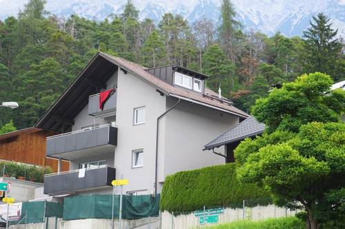 Haus mit 5 Wohnungen und großzügigem Parkplatz