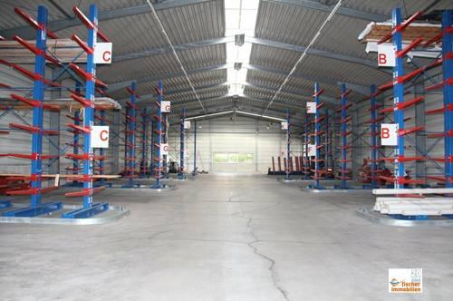 große Gewerbehalle mit ausreichend Raumhöhe zu vermieten