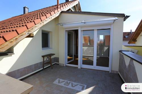 Charmante DG-Wohnung mit Wintergarten und Terrasse in Sackgasse