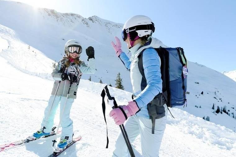 Familie im Schnee (C) Gasteinertal TourismusGmbH;