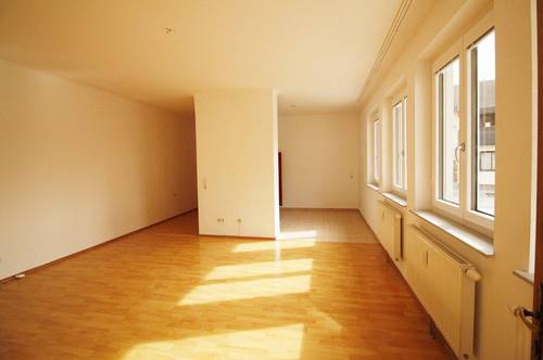 Helle 2-Zimmer Wohnung in zentraler Lage