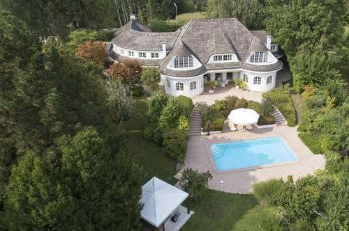 Wie im Märchen! Schlossähnliche Villa  mit viel Lebensraum und  edler Ausstattung