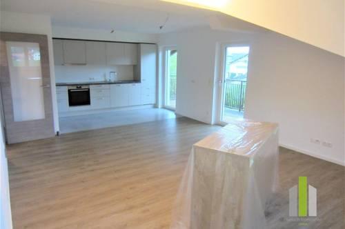 Neuwertige 3 Zi-Dachgeschoß-Wohnung mit Balkon