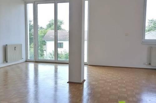 Helle Wohnung mit Loggia und Tiefgaragenplatz