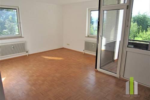 Helle 3 Zi-Wohnung mit Loggia und Carport