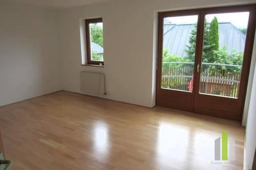 Neuwertige 4 Zi-Wohnung mit Balkon