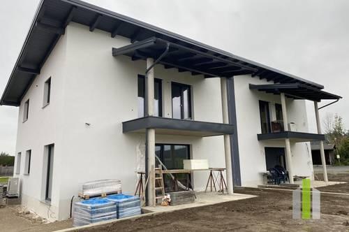 Moderne Doppelhaushälfte mit Garten