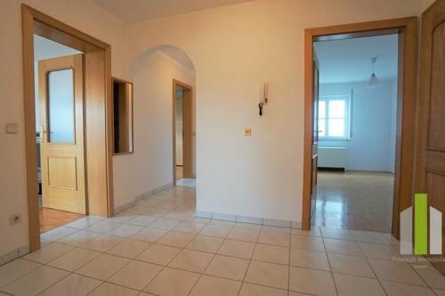 Große 3 Zimmerwohnung mit Balkon