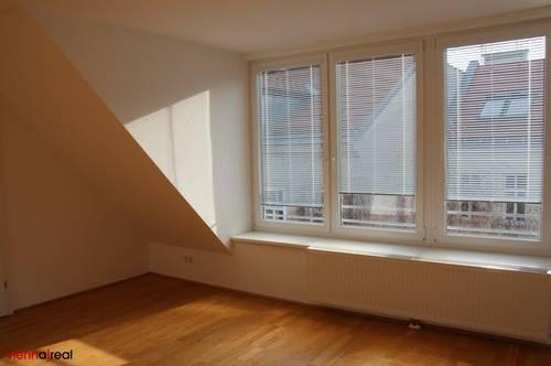 Helle 2 Zimmer Dachgeschoss-Wohnung im 8. Bezirk mit Terrasse und Kühlung - unbefristet