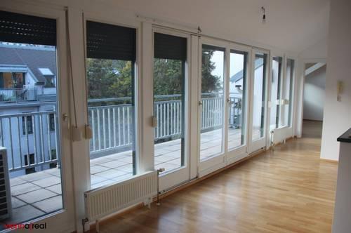 Helle sanierte 4-Zimmer Wohnung auf 2 Ebenen mit Terrasse, KFZ- Abstellplatz optional in der Burggasse - unbefristet