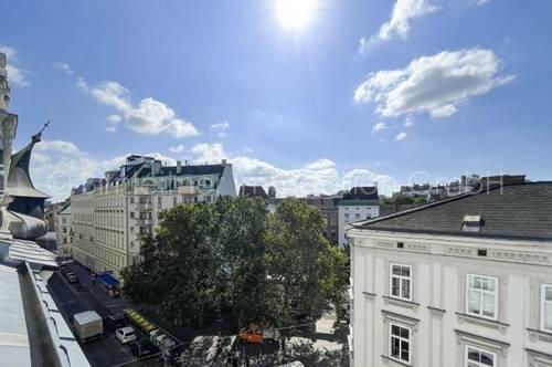 4029 - Schlossquadrat: Sonnige Dachgeschoßwohnung