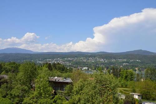 Großzügige Architektenvilla in Naturlage mit herrlichen Panorama - Seeblick!
