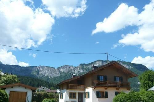 Bezauberndes Einfamilienhaus mit großer Sonnenterrasse und Garten in Sonnenlage mit Hornblick