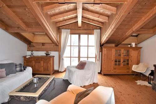 Sehr schöne 3 Zimmer Penthouse Wohnung