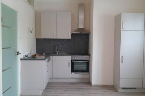 Neuwertige, helle 4 Zimmer Wohnung mit Loggia in ruhiger, zentraler Lage