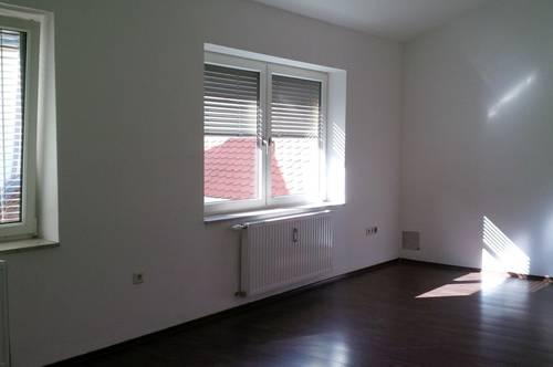Helle 1 Zimmer Wohnung in zentraler, ruhiger Hoflage