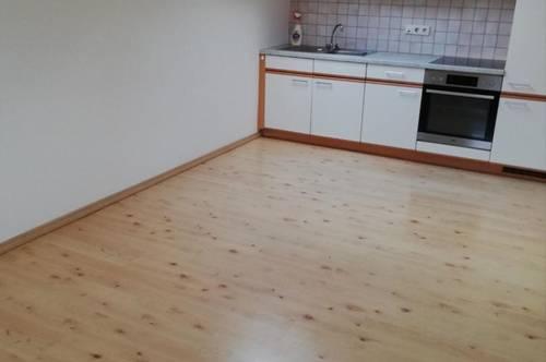Ranggen – Ruhelage: Gepflegte 2-Zimmerwohnung, 56 m² Wfl, Balkon, Parkplatz, Sofortbezug