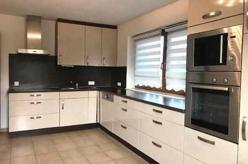 Entspannt und schön Wohnen - großzügige 4 Zimmerwohnung ca. 110 m² mit Balkon & 2 AAP´s