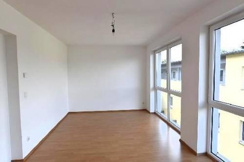 Geräumige 3-Zimmer-Wohnung - helle Zimmer - großer Wohnbereich!
