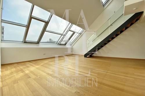 Moderne Dachgeschoßwohnung mit Balkon und Klimaanlage in schönem Stilhaus - unbefristet