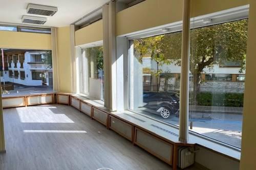 5700 Zell am See: Zentrum, 58 m² Geschäftslokal /Büro / Kanzlei mit 3 großen Schaufenstern in der Franz Josef Strasse / ab November 2020 zu vermieten !! TOP 1